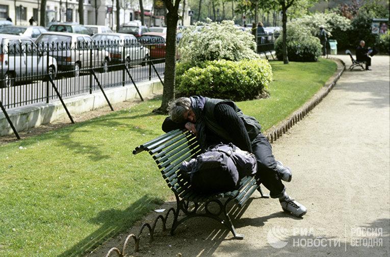 Бездомный в центре Парижа