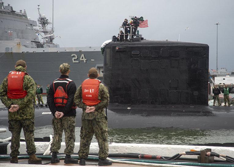 Прибытие подлодки на базу ВМС Норфолк, США