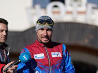 Ситуация у отеля российских биатлонистов в Италии