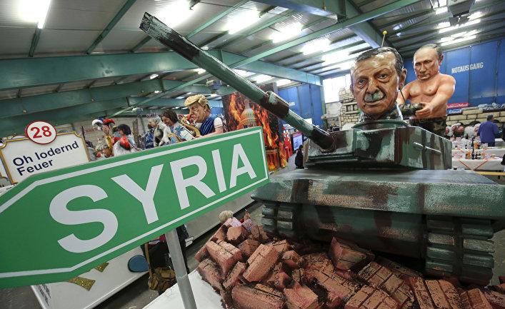 Фигуры из папье-маше, изображающие Путина и Эрдогана на танке, перед началом карнавала в Майнце, Германия