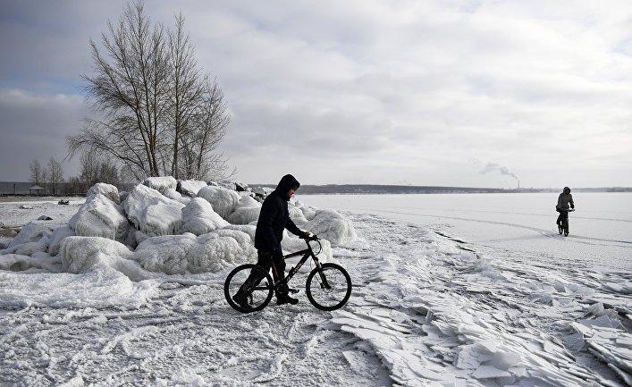 Человек на велосипеде в Новосибирске
