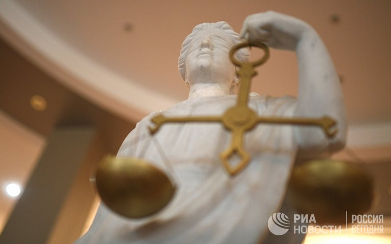 Статуя Фемиды в здании Московского городского суда