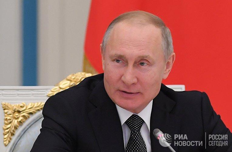 Президент РФ В. Путин встретился с рабочей группой по подготовке поправок в Конституцию