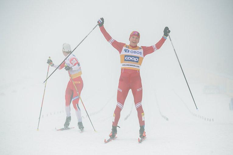 Александр Большунов победил в гонке на 50 км в Холменколлене, Норвегия