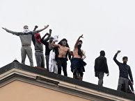 Заключенные на крыше тюрьмы Сан-Витторе в Милане