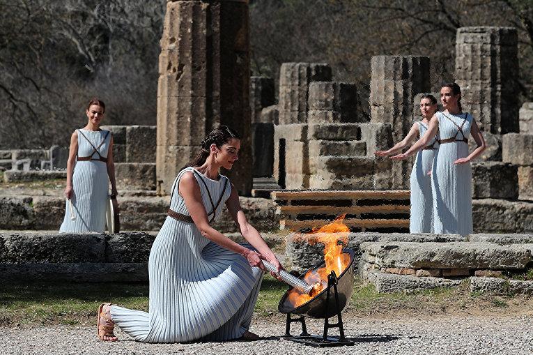 Греческая актриса, исполняющая роль верховной жрицы во время церемонии зажжения Олимпийского огня на летних Олимпийских играх 2020 года в Токио