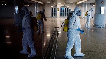 Дезинфекция международного аэропорта в Малаге, Испания