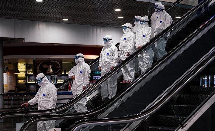 Медицинский персонал в московском аэропорту Шереметьево