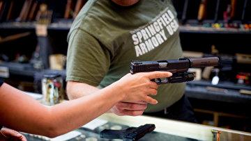 Оружейный магазин в городе Райфл, США