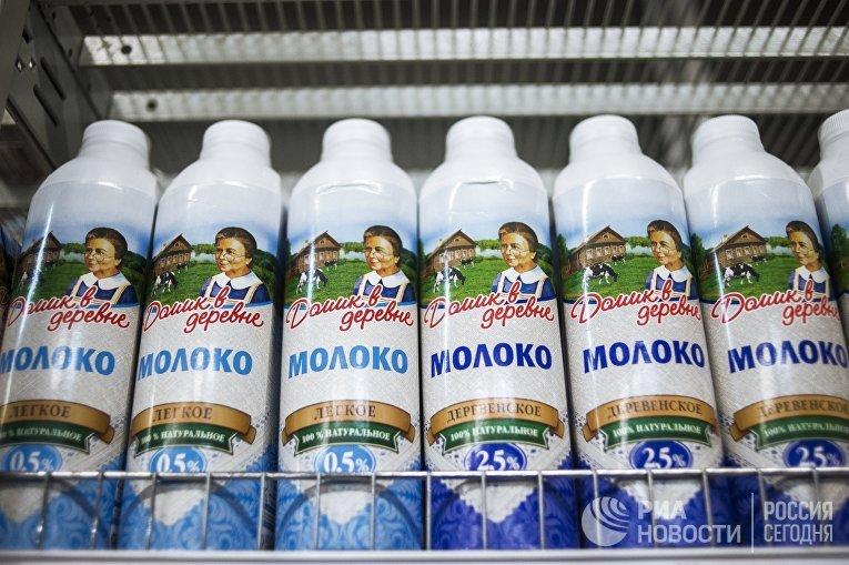 Молочная продукция на прилавке магазина