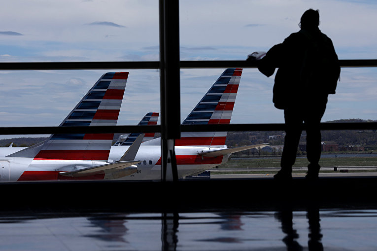 Самолеты American Airlines в аэропорту Рейгана в Вашингтоне