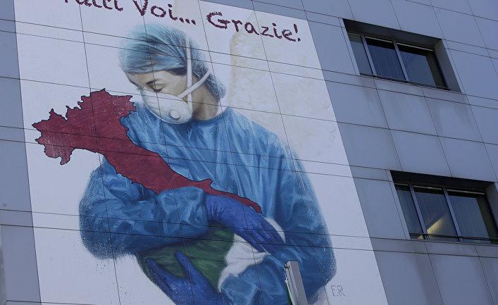 Рисунок художника Франко Риволли из Венеции: медсестра в маске укачивает больную коронавирусом Италию
