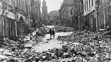 Разрушенные дома на улице Берлина, 1945