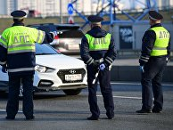 Проверка сотрудниками ГИБДД автомобилей на въездах в Москву