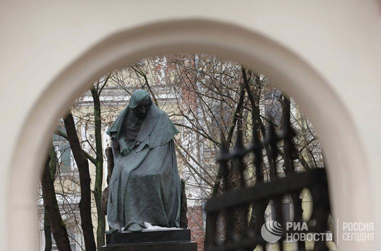Памятник Николаю Гоголю (скульптор Николай Андреев, 1909 г.)