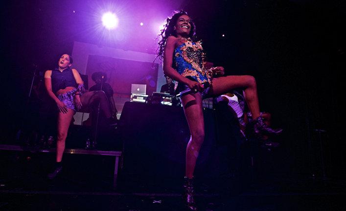 Певица Азилия Бэнкс на концерте в Нью-Йорке, США
