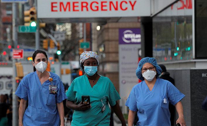 Медицинские работники в Нью-Йорке, США