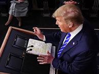 Президент США Дональд Трамп во время ежедневного брифинга в Вашингтоне, США