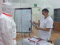 Совместная работа российских и итальянских врачей в полевом госпитале Бергамо