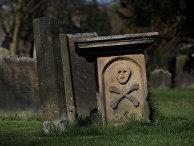 Надгробие в «чумной деревне» Эям, Великобритания