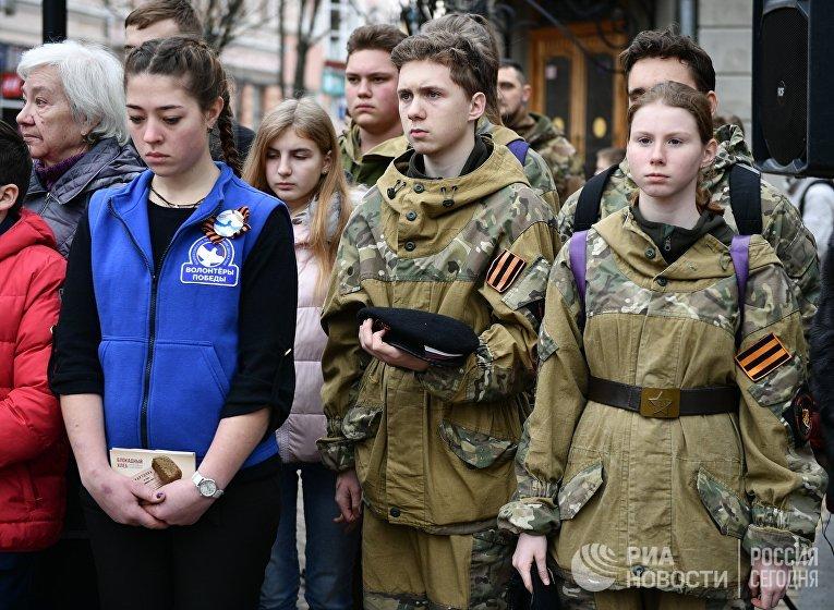 """Акция """"Блокадный хлеб"""" в регионах России"""