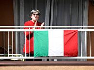 Женщина с итальянским флагом в Милане