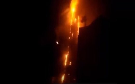 В ОАЭ сгорел небоскреб