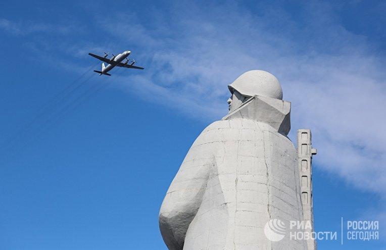 Репетиция воздушной части парада Победы в Мурманске