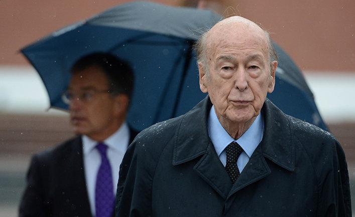 Возложение венка к Могиле Неизвестного солдата экс-президентом Франции Валери Жискар д'Эстеном