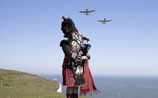 Шотландский солдат в преддверии празднования 75-летия Победы на скалах Дувра