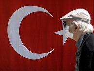 Пожилой человек на улице в Стамбуле