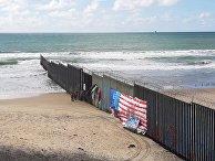 Пограничная стена США со стороны мексиканского города Тихуаны