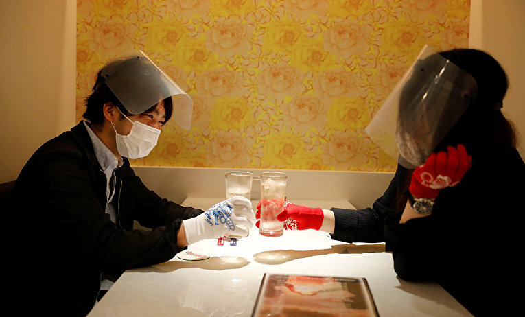 Пара в токийском ресторане