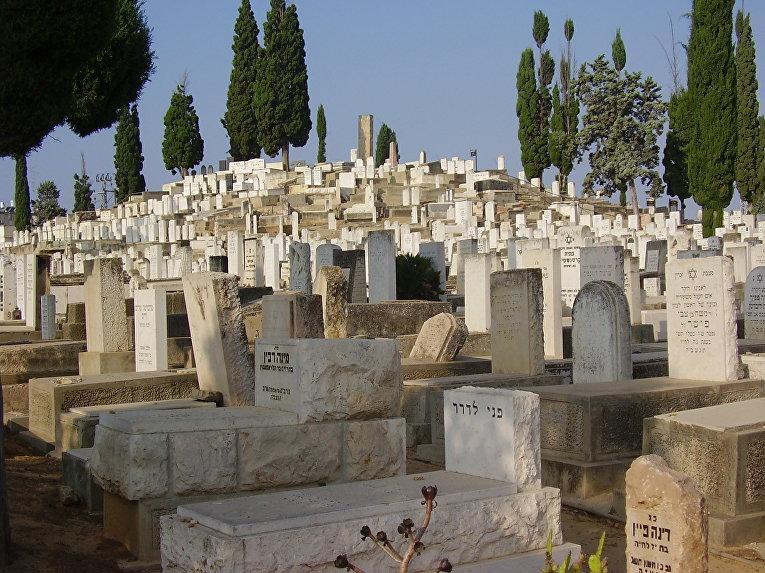 Старое кладбище в Израиле