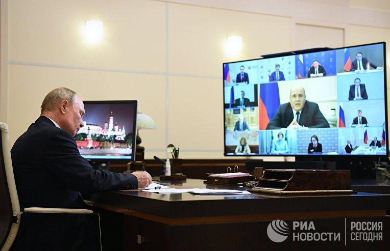 Президент РФ В. Путин провел совещание по вопросам реализации мер поддержки экономики и социальной сферы