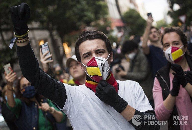 Акция против карантинных мер в Мадриде