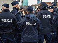 Сотрудники полиции на улице в Варшаве