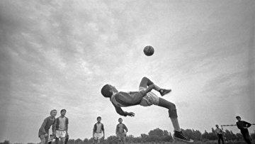 Тренировка юных футболистов детско-юношеской футбольной школы