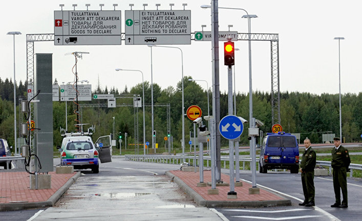 Финские пограничники на российско-финской границе