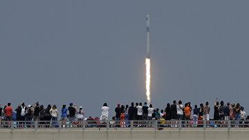 30 мая 2020. Американцы наблюдают за стартом космического корабля SpaceX