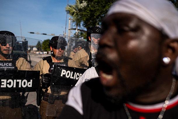 Протестующий в Майами