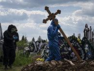 Похороны умершего от коронавируса в Черновцах, Украина