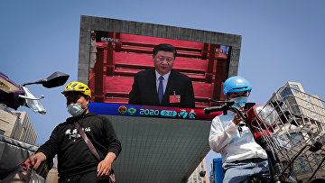Председатель КНР Си Цзиньпин на экране в Пекине
