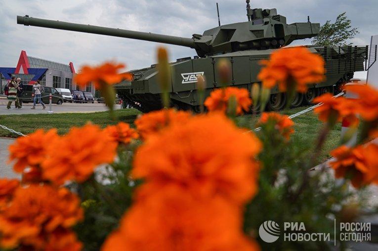 "Танк Т-14 ""Армата"" на военно-техническом форуме ""Армия-2018"""