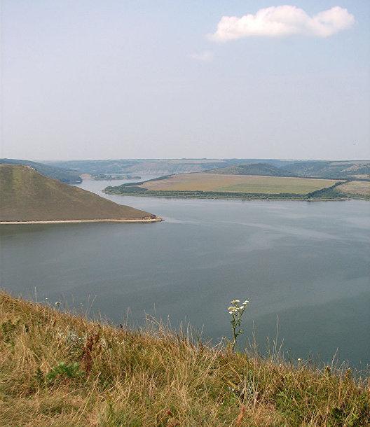 Река Днестр в Бакоте, Украина