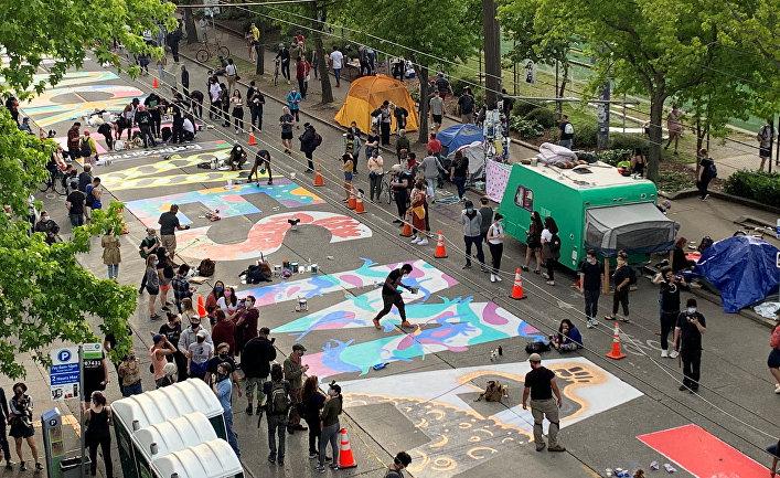 """Фреска """"Жизнь черных имеет значение"""" написана на улице в Сиэтле"""