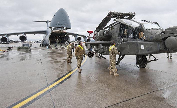 Американские самолеты и вертолеты на базе ВВС США в Рамштайне, Германия