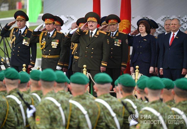 Президент Белоруссии Александр Лукашенко на параде в Минске