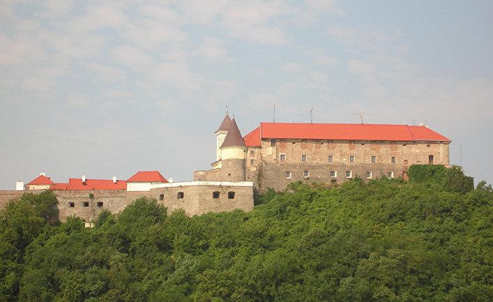 Замок Паланок в город Мукачево, Украина