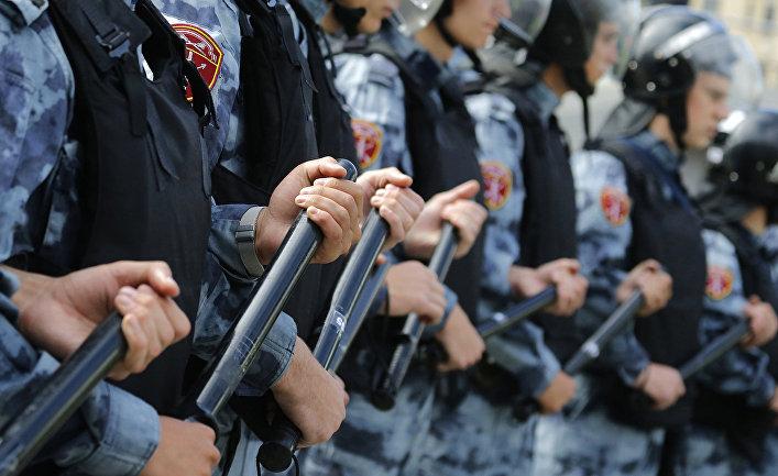 Полиция перекрыла площадь во время несанкционированного митинга в центре Москвы